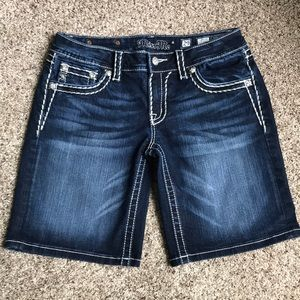 Miss Me Shorts. Size 29